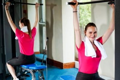 Fit und gesund durch Fitness-Training im Studio