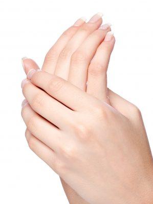 Was kann die Ursache für brüchige Fingernägel sein?