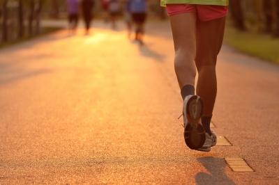 """Natural Running – wieder nur eine Modeerscheinung oder eine Technik mit """"Hand und Fuß""""?"""