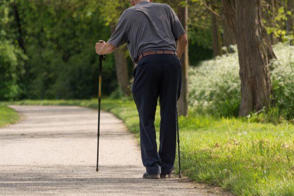 Weglauftendenz bei Demenz: Tipps wie Sie damit umgehen