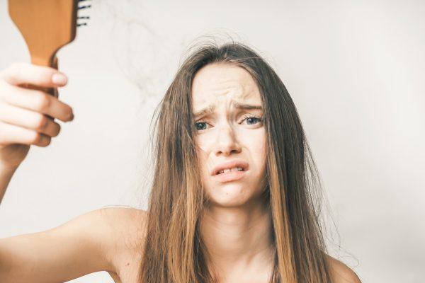 Haarausfall bei Frauen – eine Belastungsprobe für die Seele