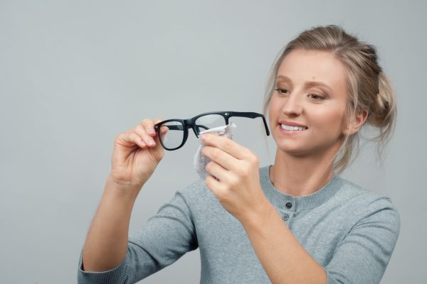 Brille korrekt reinigen – so wird's gemacht