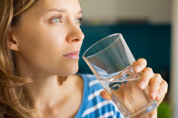 Gesunder Durstlöscher: natriumarmes Mineralwasser