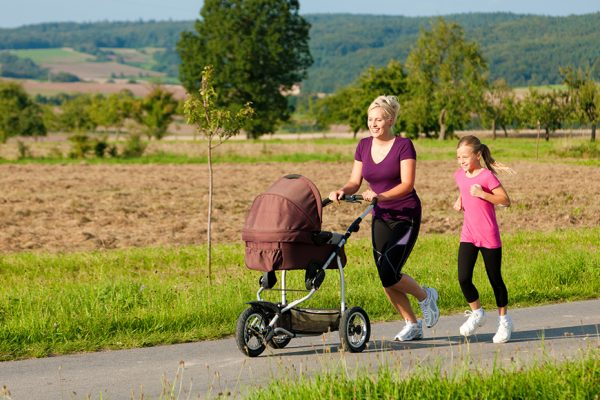 Sport nach der Geburt – gezielt fit werden nach der Entbindung