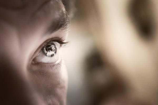 Zuckende Augenlider – meist harmlos, aber dennoch sehr störend