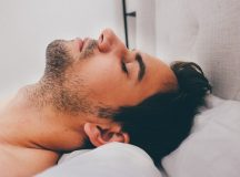 Nasenpflaster gegen Schnarchen – wie sie wirken und wem sie helfen